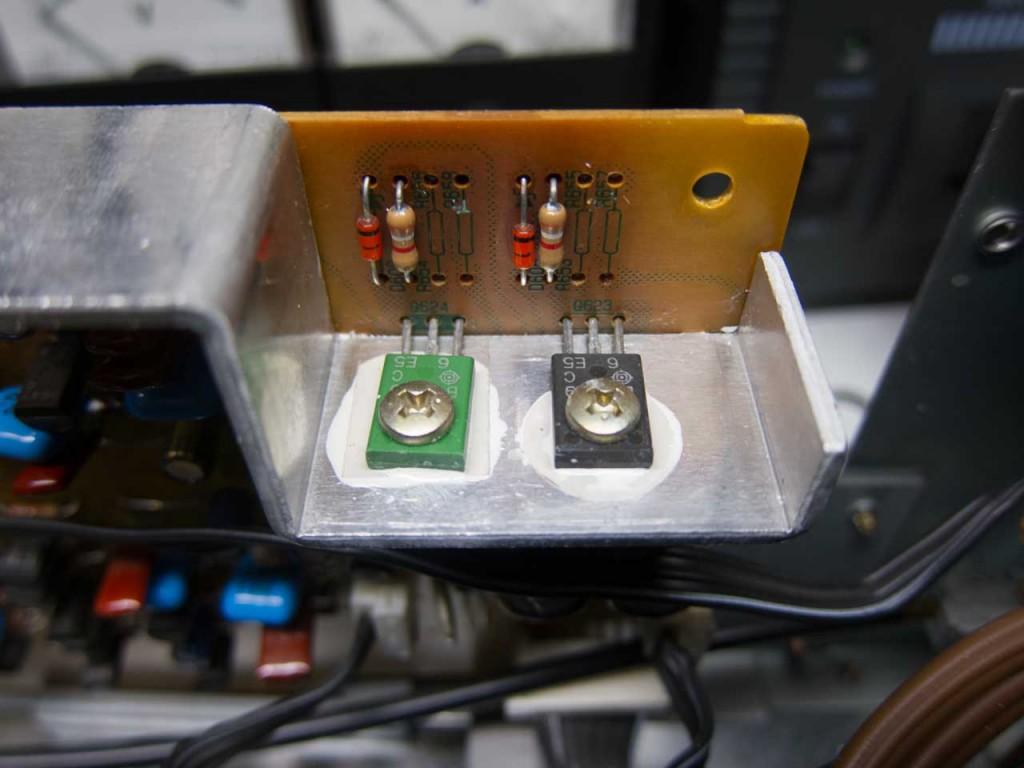 Endstufentransitoren neu montiert